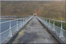 NH2231 : Looking along the Mullardoch dam by Nigel Brown