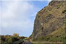 NT2772 : Road below Samson's Ribs, Edinburgh by Leslie Barrie