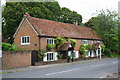 SU5984 : Bramley Cottage and Farthings beside the A329 by Roger Templeman