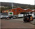 ST0689 : JCB forklift in Maritime Industrial Estate, Pontypridd by Jaggery