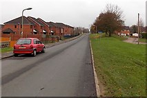 SU5389 : Hagbourne Road houses opposite Bridge Close, Didcot by Jaggery