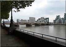 TQ3078 : Vauxhall Bridge, London by Oxfordian Kissuth