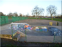TQ3187 : Skateboarding area in Finsbury Park by Marathon