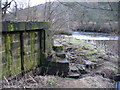 SE0940 : Sluice gates on bank of River Aire by John Davies