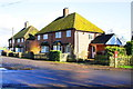 SU5489 : Fulscot Cottages, Fulscot Bridge Road by Roger Templeman