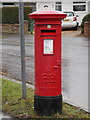 TQ1859 : Ashtead: postbox № KT21 21, Overdale by Chris Downer