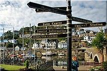 SX2553 : Looe: Signpost near the town bridge by Mr Eugene Birchall