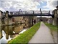 SE1537 : Leeds and Liverpool Canal, Gallows Bridge (207D) by David Dixon