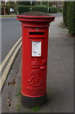 TA0731 : Edward VII postbox on Newland Park, Hull by Ian S