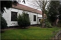 TA0432 : Holy Cross Church, Carrington Avenue, Cottingham by Ian S