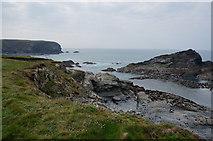 SW8471 : Trescore Islands near Porthcothan by Ian S