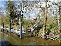 SU9777 : Moorings and Steps, Romney Lock by David Dixon