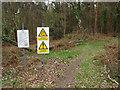 SU9256 : MOD warning signs by Alan Hunt
