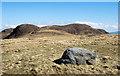 NM5423 : Embedded boulder on north-west ridge of Beinn Chàrsaig by Trevor Littlewood