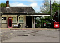 SU3521 : Entrance to Romsey railway station by Jaggery