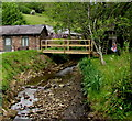 SO5509 : Wooden footbridge over Valley Brook in Newland by Jaggery