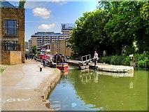 TQ3283 : Regent's Canal, Sturt's Lock by David Dixon