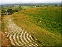 SH4356 : Ramparts, Dinas Dinlle by Chris Andrews