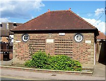 TF0920 : Public lavatories at Bourne, Lincolnshire by Rex Needle