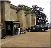 SP4416 : Visitor information booth, Blenheim Palace, Woodstock by Jaggery