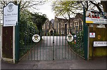 SU7272 : Entrance to the Abbey School (Junior School), Christchurch Road, Reading by P L Chadwick