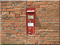 SU2766 : Victorian postbox, Strouds Farm, Chisbury by Vieve Forward