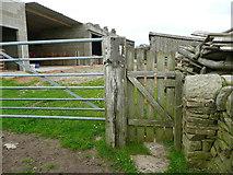 SE0322 : Gate on Sowerby Bridge FP100, Link A, at Upper Field House Farm by Humphrey Bolton