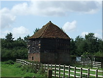 TL2026 : Farm building, Redcoats Farm by JThomas