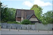 TQ5244 : Cottage, Penshurst Park by N Chadwick