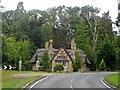 SP9018 : Cheddington Lodge, Mentmore by Bikeboy