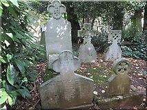 TQ2886 : Pre-Raphaelite graves by Bill Nicholls