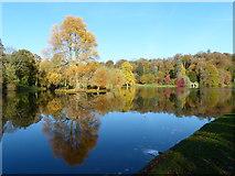 ST7734 : Autumn colours at Stourhead by Barrie Cann