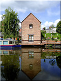 SO8171 : Converted canal building at Stourport, Worcestershire by Roger  Kidd