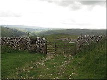 SD9774 : Gate on Top Mere Road by Graham Robson