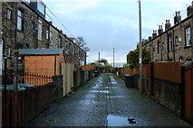 SE1735 : Alley behind Peterborough Terrace, Bradford by Chris Heaton