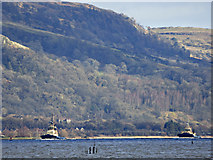 NS4074 : Tugs Anglegarth and Svitzer Milford heading down the Clyde by Thomas Nugent