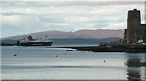 NM8530 : Ferry leaving Oban Bay, February 2016 by Peter Evans