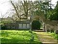 SK9004 : Gateway, Lyndon churchyard by Alan Murray-Rust