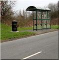 ST3190 : Bus shelter and bin, Pilton Vale, Malpas, Newport by Jaggery