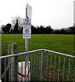 SH7978 : Dim Baeddu/No Fouling notice, Llandudno Junction by Jaggery