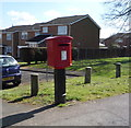TL0334 : Elizabeth II postbox on Temple Way, Flitwick by JThomas