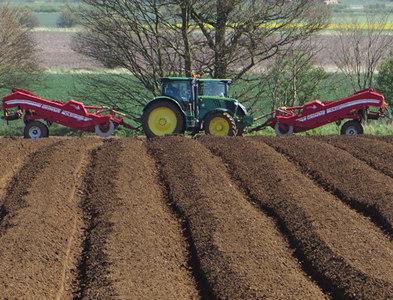 SE9023 : Potato planting near Whitton by Paul Harrop