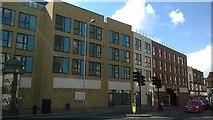 TQ3166 : New flats, Broad Green, Croydon by Christopher Hilton