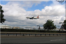 TQ0975 : British Airways Airbus A319-131 about to land at Heathrow by Andrew Tatlow