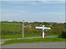 SP8899 : Crossroads near Bisbrooke by Alan Murray-Rust