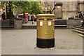 NT2573 : Gold Postbox by Richard Croft