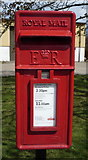 TG3829 : Close up, Elizabeth II postbox on School Common Road, Whimpwell Green by JThomas