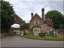 TQ5243 : Penshurst Place Gatehouse by Chris Whippet