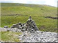 NY7129 : Cairn by the Pennine Way by Oliver Dixon