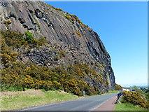 NT2772 : Samson's Ribs and Duddingston Low Road by Mat Fascione